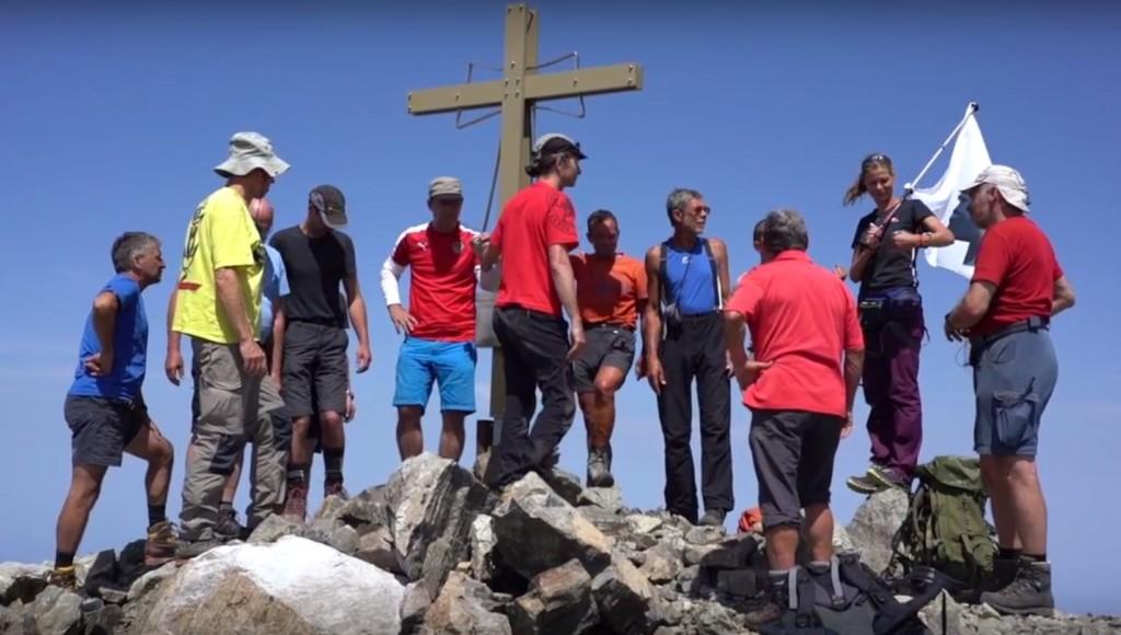 Neues Gipfelkreuz für die Punta Minuta auf Korsika
