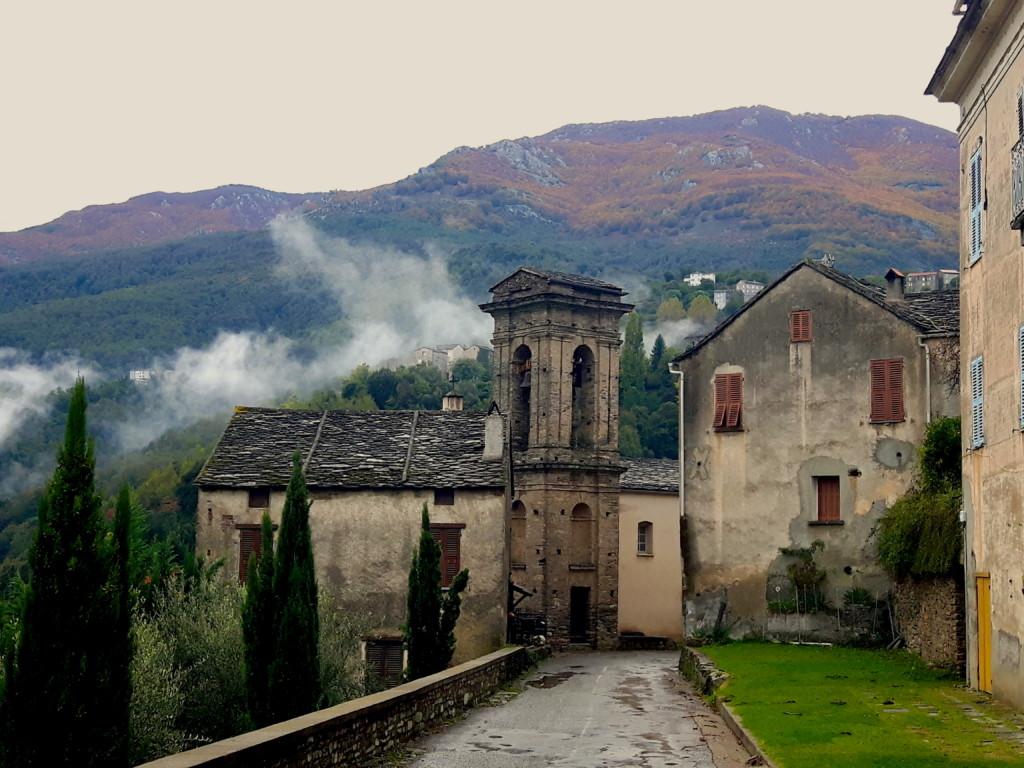 Radelt mit uns durch den Banditenwald Korsikas!