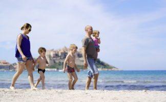 feriendorf-korsika-familien-kinder strand calvi